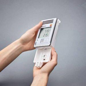 testo 160 IAQ - Funk-Datenlogger mit Display und integrierten Sensoren für Temperatur, Feuchte, CO2 und atmosphärischen Druck